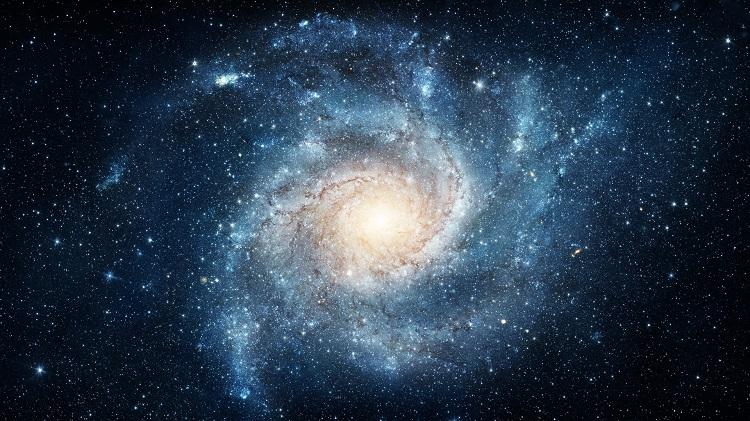 A Via Láctea é uma galáxia espiral, como a da imagem, de aproximadamente 100 mil anos-luz de diâmetro.