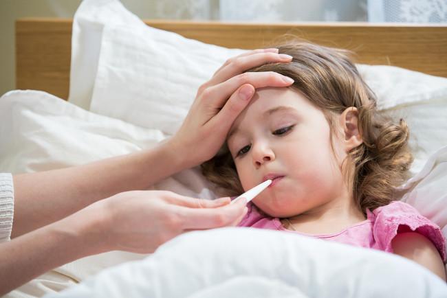 Em crianças, a sepse pode ser causada por inúmeros fatores e, em casos mais graves, a taxa de mortalidade pode ultrapassar 50%.