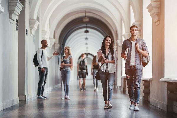 No Brasil o Dia do Estudante é celebrado em 11 de agosto e, no exterior, o Dia Internacional do Estudante acontece em 17 de novembro.