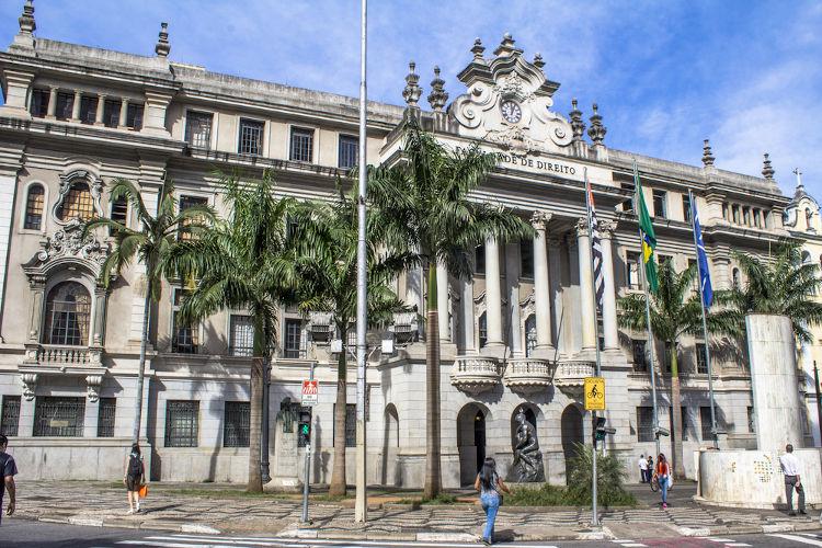 O Dia do Estudante é celebrado no mesmo dia em que foi fundado o curso de Direito em São Paulo e em Olinda. Na imagem, a Faculdade de Direito em São Paulo.[1]