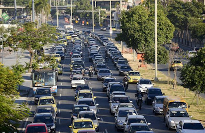 O Rio de Janeiro (foto) também é uma das cidades que mais sofrem com a ausência de mobilidade. [1]