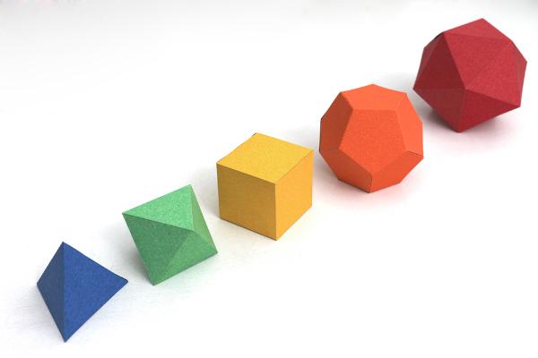Os poliedros são sólidos geométricos estudados na geometria espacial.