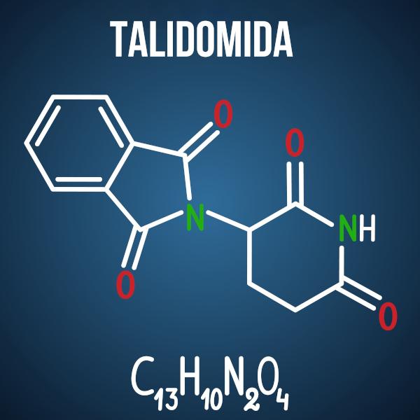 A talidomida, usada na fabricação de fármacos contra o enjoo para grávidas, pode causar má formação do feto devido à isomeria óptica da molécula.