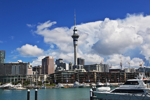A cidade de Auckland é a principal e a mais populosa da Nova Zelândia. [1]