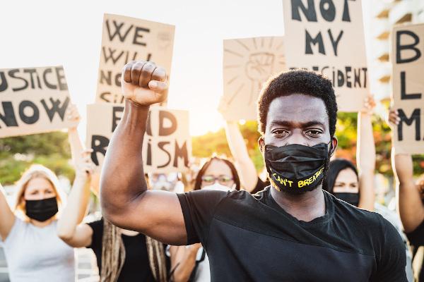 """O """"Black Lives Matter"""" foi um movimento de luta racial que surgiu nos Estados Unidos, mas que chegou ao Brasil em 2020."""