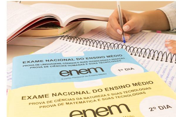 A redação do Enem avalia o desempenho do aluno a partir das cinco competências da matriz de correção. [1]