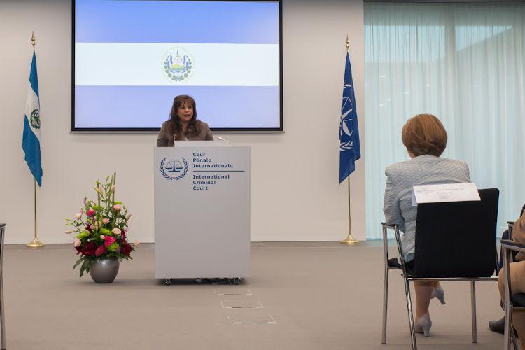 Cerimônia da ratificação da assinatura do Estatuto de Roma para a entrada de El Salvador como país-membro do TPI.[2]