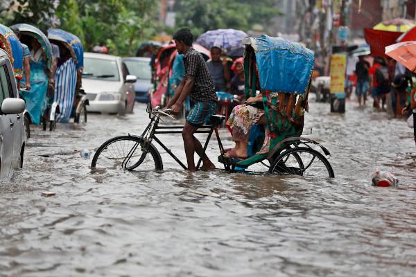 As inundações são um fenômeno recorrente em Bangladesh.[1]
