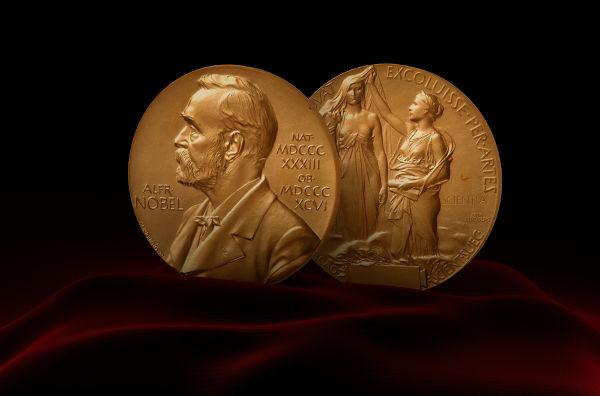 Moeda de ouro de 18 quilates que os ganhadores do Nobel recebem.