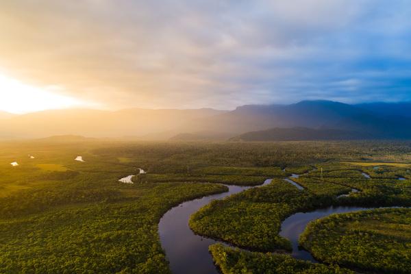 O rio pode ser uma metáfora para a efêmera e mutável existência.