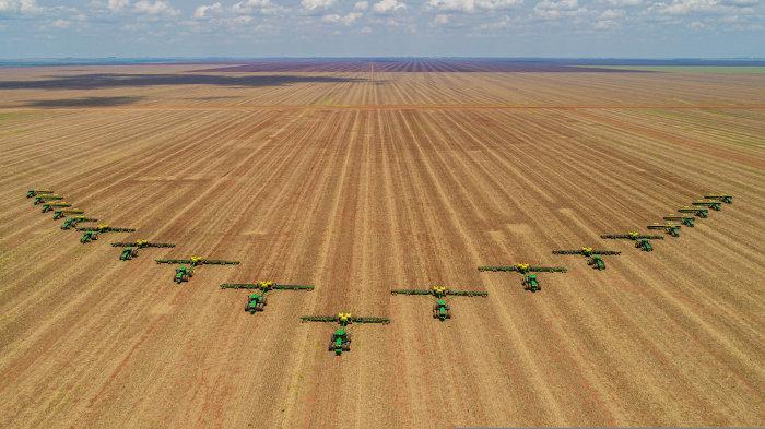 A agricultura intensiva, como aquela praticada no Centro-Oeste brasileiro, é uma das principais causas do desmatamento. [1]