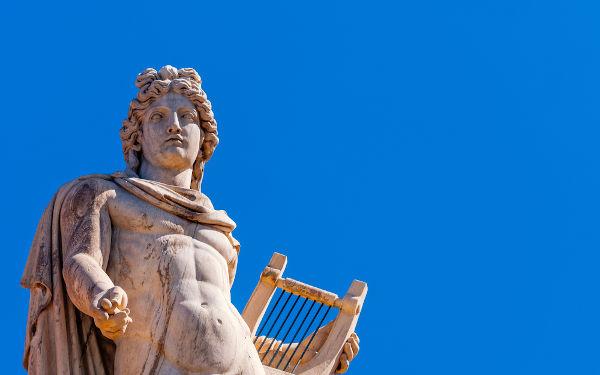 Apolo era conhecido como deus do Sol e filho de Zeus com Leto.