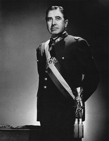 Augusto Pinochet governou o Chile como ditador de 1973 até 1990. [1]
