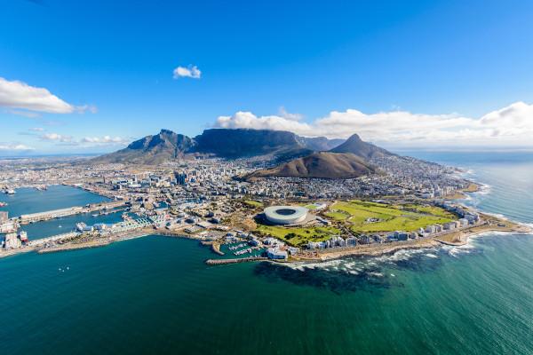 A Cidade do Cabo é uma das principais cidades da África do Sul, país localizado na porção meridional do continente africano.