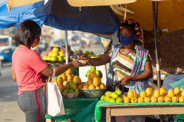 O comércio é umas das principais atividades econômicas praticadas pelos africanos, em especial nas feiras das grandes cidades.