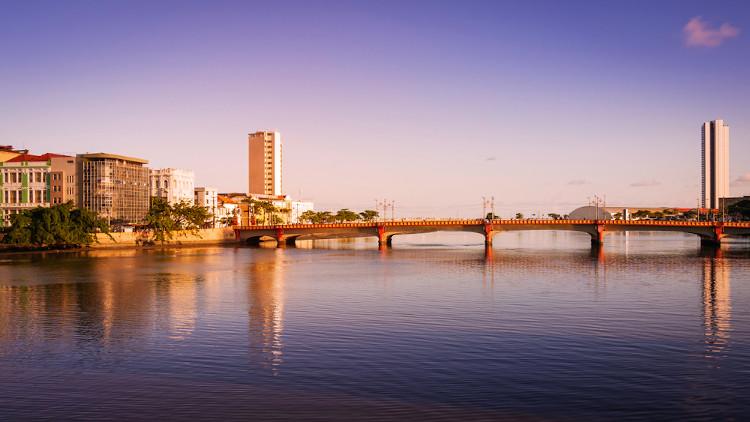 Ponte Maurício de Nassau em Recife (PE). Durante sua passagem pelo Brasil, Nassau empreendeu várias reformas na capital pernambucana, como a construção de pontes.