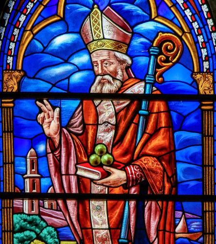 São Nicolau é a grande influência para o surgimento da figura do Papai Noel.[1]