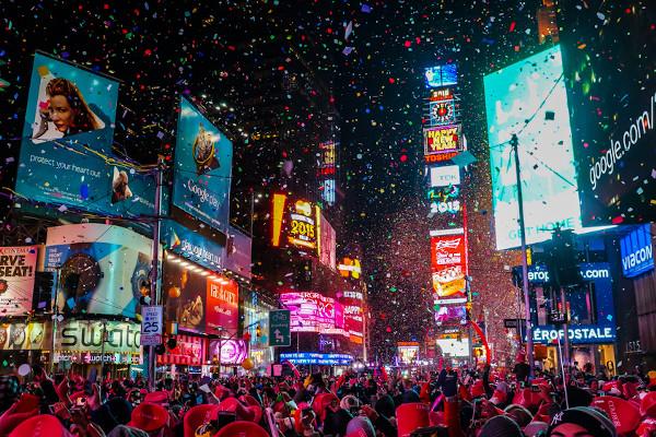 Times Square, em Nova Iorque, recebe turistas de todo o mundo. [3]
