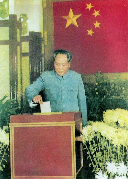 """Decisões equivocadas tomadas por Mao, como o """"Grande Salto à Frente"""", trouxeram fome a milhões de chineses."""