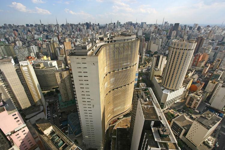 A cidade de São Paulo é a mais populosa do Brasil. Ela é a capital de São Paulo, estado que possui o maior número de habitantes em nível nacional.