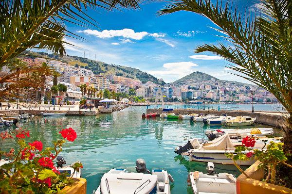 O turismo na Albânia vem crescendo muito nos últimos anos em razão do belíssimo litoral do país.