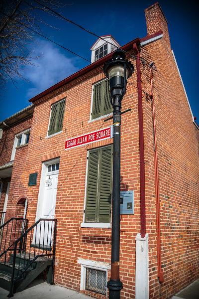 Casa em que viveu Edgar Allan Poe, em Baltimore, nos Estados Unidos.  [1]