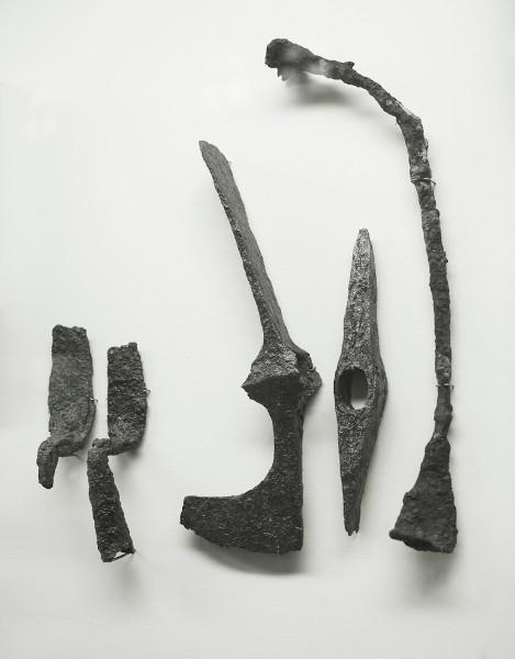 Ferramentas históricas feitas do ferro.