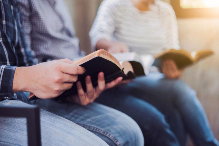 Muitos cristãos reforçam a leitura da Bíblia durante a Quaresma.