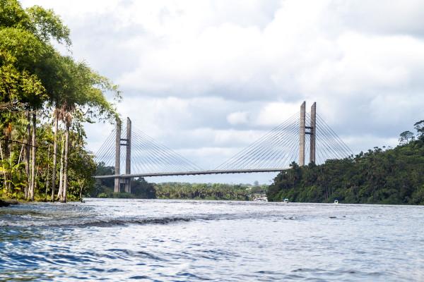 O rio Oiapoque é um dos principais rios do Amapá. Ele é uma fronteira natural entre o Brasil e a Guiana Francesa.