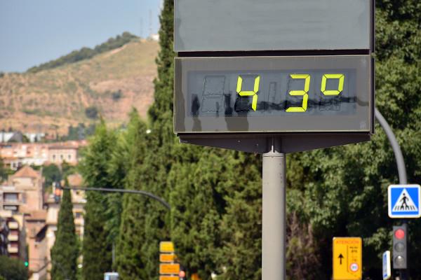 O verão é caracterizado pela ocorrência de altas temperaturas.