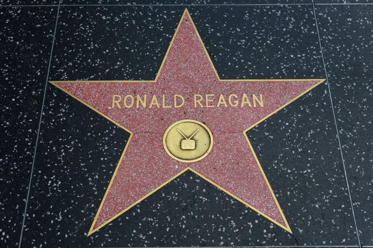 Nome de Ronald Reagan na Calçada da Fama, em Hollywood. Reagan foi um ator de sucesso no começo dos anos de 1940.[1]