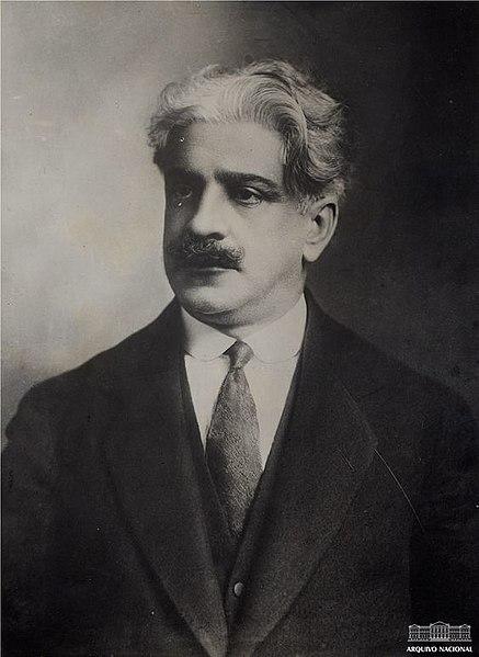 Oswaldo Cruz foi um médico sanitarista que atuou no combate a doenças tropicais no início do século XX.