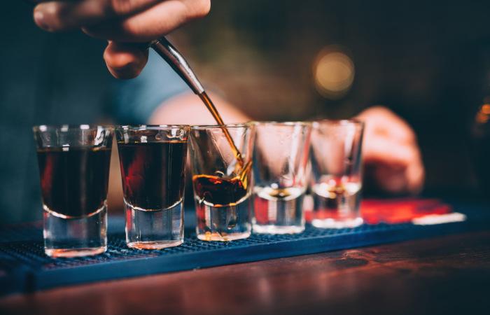 O uso crônico do álcool pode causar problemas graves de saúde.
