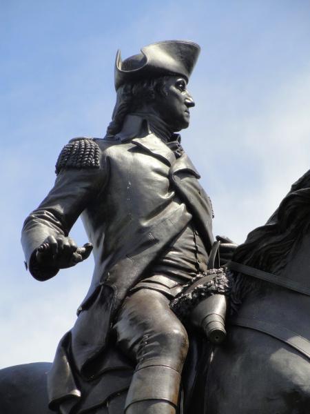 Estátua de George Washington, em Boston, recordando sua posição como comandante-chefe das tropas americanas contra os ingleses.