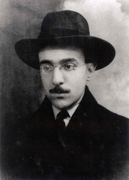 Fernando Pessoa acolheu diversos estilos em diferentes heterônimos.