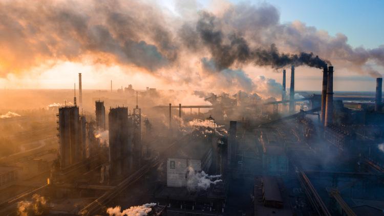 A indústria acelerou o crescimento das cidades e intensificou o êxodo rural.