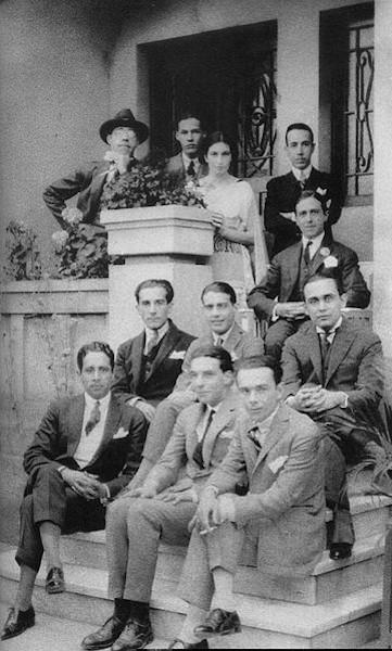 Mário de Andrade (primeiro à esquerda, no alto) e outros artistas modernistas em 1922.