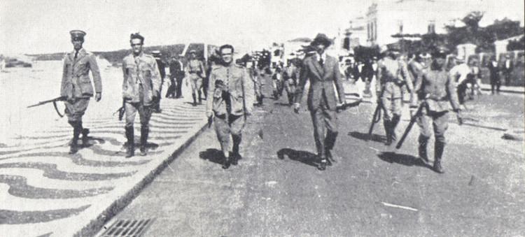 Revolta do Forte de Copacabana. Da esquerda para a direita: os tenentes Eduardo Gomes, Siqueira Campos, Nílton Prado e o civil Otávio Correia.