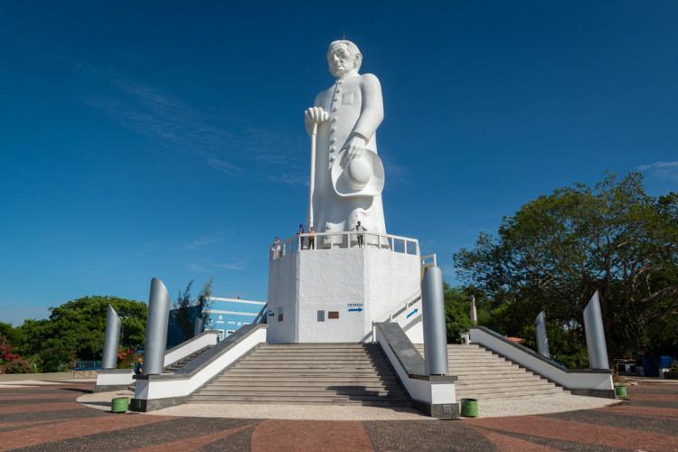 Estátua de Padre Cícero, em Juazeiro do Norte, Ceará.