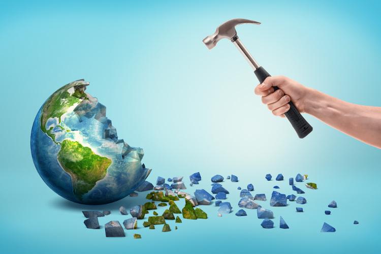O uso exagerado dos recursos naturais pode levar a catástrofes irreversíveis.