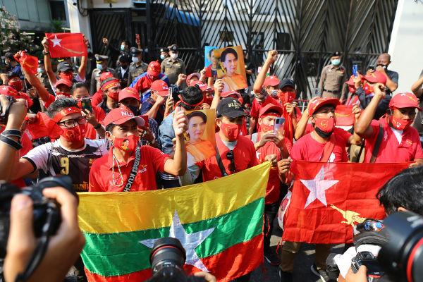 O golpe militar de fevereiro de 2021 resultou em protestos nas principais cidades de Mianmar.[2]