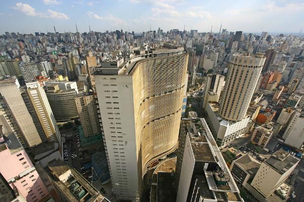 Nos países subdesenvolvidos como o Brasil, a urbanização aconteceu de forma rápida e desordenada, resultando em uma série de problemas estruturais.