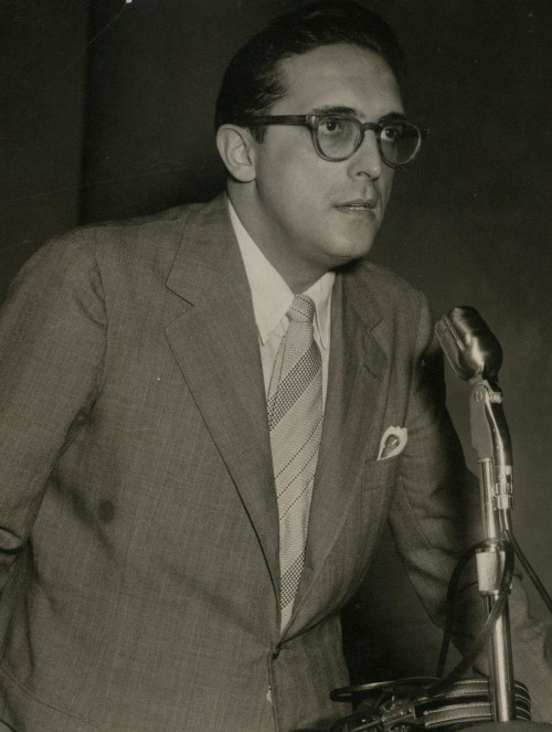 Carlos Lacerda foi um implacável opositor de Getúlio Vargas e foi alvo do atentado da Rua Tonelero, que aprofundou a crise de agosto de 1954.