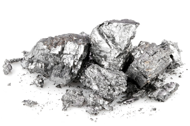Berílio metálico refinado com pureza de 99,58%.