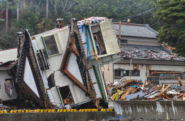 Casa em 2011 arrastada por tsunami em Fukushima, Japão.