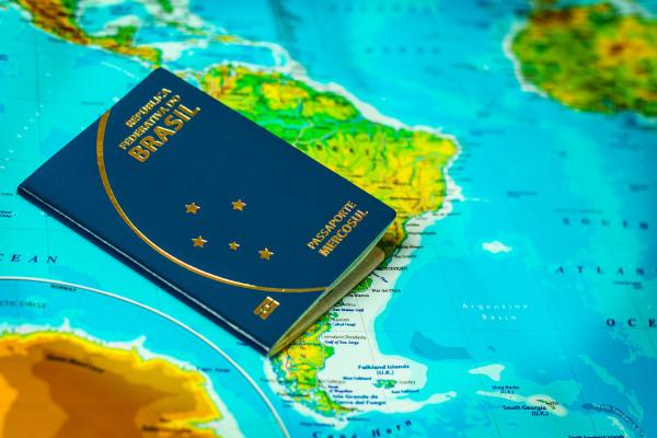 O Mercosul representa a integração econômica dos países da América do Sul. A livre circulação de pessoas é uma característica desse bloco.