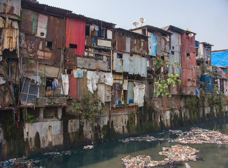 Ocupação irregular em Mumbai, Índia.