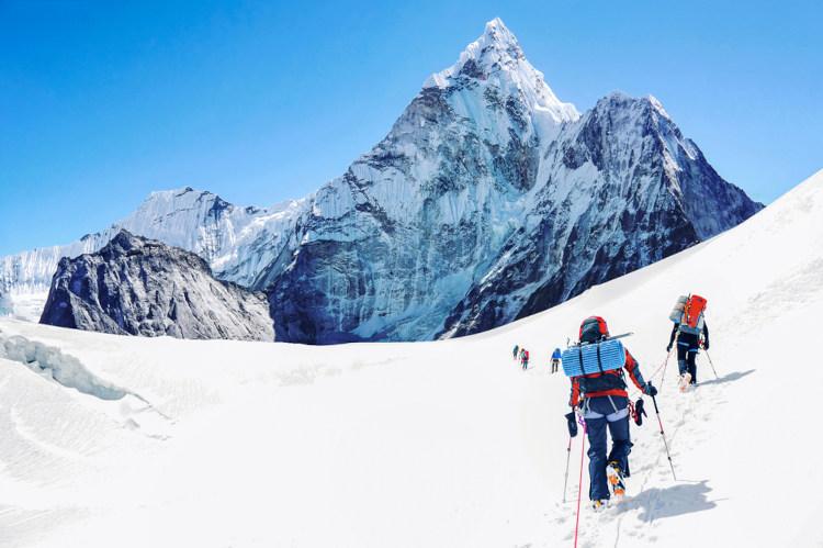 Os relevos de alta altitude estão localizados em áreas de choques de placas tectônicas. Monte Everest, Nepal.