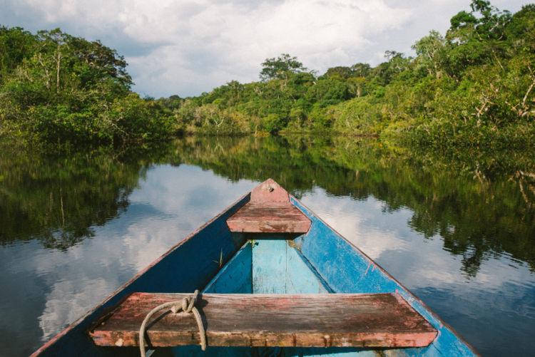 Nas águas dos rios amazônicos, iara atraía os homens com seu canto para afogá-los no fundo dos rios.