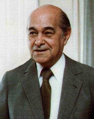 Antes de ser eleito presidente da República em 1985, Tancredo Neves foi governador de Minas Gerais e teve um papel decisivo na redemocratização do Brasil. [2]